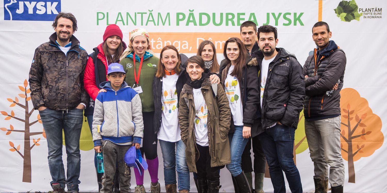 Echipa JYSK la plantarea padurii de la Sotanga 2017